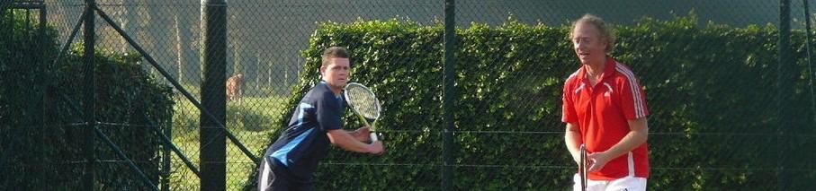 Tennisvereniging Duinvliet is een niet zo heel grote maar heel gezellige vereniging voor sterke en minder sterke tennissers.